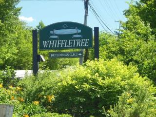Whiffletree Condo I3 - Three bedroom Two bathroom Completely Renovated Shuttle To Slopes/Ski Home, Killington