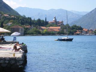 2 Bed Apt, Pool, Great Sea Views in Prcanj, Kotor. Sleeps 4/5