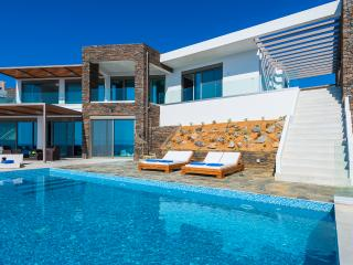 VIP Luxury Villa with Pool, Chania Town