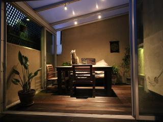 grande terrasse de 25m² au calme, agrémentée d une magnifique veranda! En hiver ambiance chaleureuse