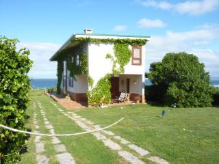 Casa ubicada en un lugar privilegiado. Bajada directa a la playa, y a 5 minutos de Corrubedo