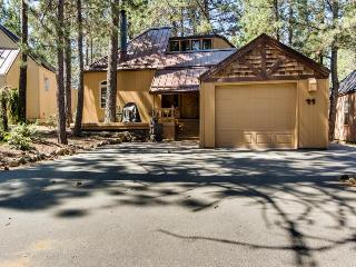 Rustic-chic Sunriver home w/private hot tub, access to SHARC