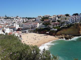 Central Carvoeiro modern apartment with free wifi and 5* reviews
