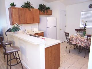 FULL Kitchen facilities with breakfast bar - Full Washer and Dryer located in the garage