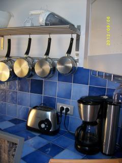 Cuisine tout confort, micro ondes, four, congélateur, réfrigérateur, lave vaisselles, etc.