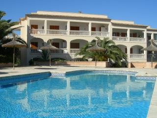 Apartment with great pool, Cala Santanyi, Mallorca - escape the UK for the sun)