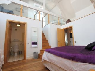 Spacious Bloomsbury Apartment, Londra