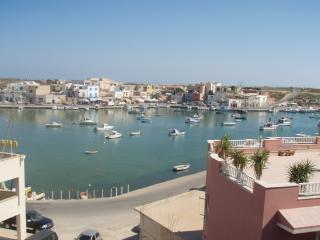 lampedusa bivani sul porto vec, Lampedusa