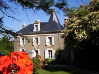 Logis La Folie, chambres d'hotes avec piscine, Mareuil-Sur-Lay-Dissais