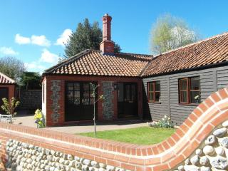 Sunny Hideaway Cottage in Pretty Village nr Cromer, Southrepps