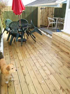 Lower decking patio area