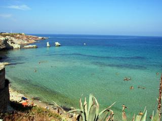 CASA PRAIOLA AGATA a 2 passi dal mare, Terrasini