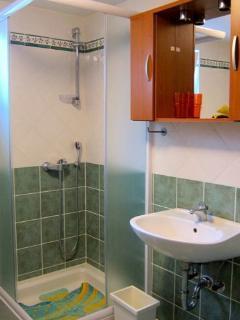 Bathroom 2 / Bagno 2