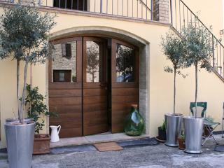 Apartment Santa Maria- the front door leads into the piazza