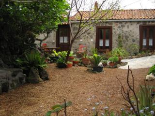 Separates Ferienhaus auf pflanzenreicher Finca