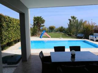 Beach Front 3 bedroom home, Pervolia