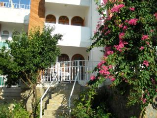 Akyaka House, big shared pool, near to beach