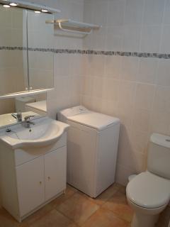 douche, lavabo,WC, machine à laver