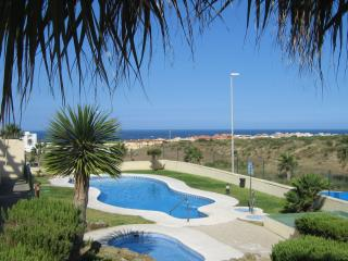 Dos Mares Apartment, Tarifa. WiFi, pool & parking
