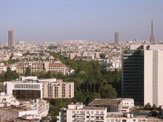 Bright, calm, panoramic view, Wifi, phone, parking, Courbevoie