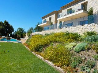 Modern luxury villa in Tourrettes sur Loup. Pool. Great views., Tourrettes-sur-Loup