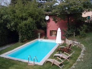 Gilberta, pool, nr restaurant