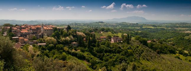 Vista panoramica di Montebuono e le sue campagnia
