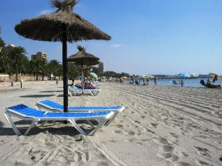 Relaxing by the Mar Menor, shallow waters offer safe bathing for all ages