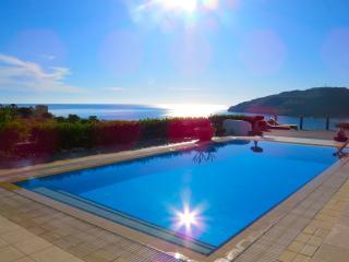 VLK: VILLA LINDOS KALLIOPI - Luxury at Vlicha Bay, Lindos, Rhodes.