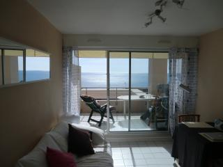 Holiday flat - superb sea view