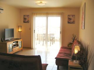 Nissi Golden Sands, Spacious 2 bedroom apartment, large south facing patio.