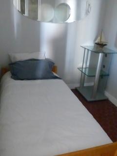 petite chambre un lit une place