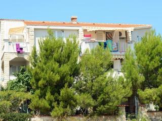 Apartment 6, close to Zrce Beach! GAJAC