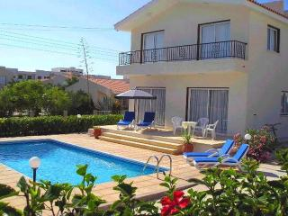 Villa with private pool and a large sunny patio