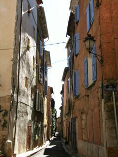 Aups historic streets