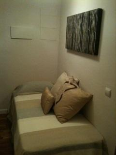 Single bed in alcove off the lounge area