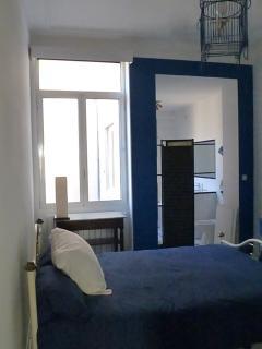 grande chambre avec lit double