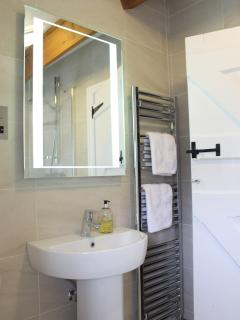 Gorgeous newly refitted bathroom