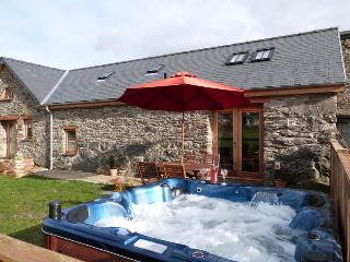 Stabal Llew Coch:Hot Tub, Lake & Restaurants-82212