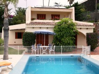Luxury Villa Alegria - Private Pool, Walking Distance to Beach, Child Friendly