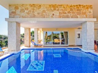 Eleni 5 Bedroom Villa in Crete, Chania Town