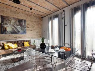 Luxury Stylish Attic near Ramblas balcony lift, Barcelone
