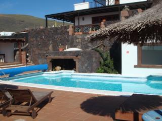 CasaCristian, special and wonderful village.Quiet area and Beautiful Ocean views