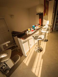 Nella Camera Postvorta, che ha servizi indipendenti, ci sono un frigo-bar con freezer ecc