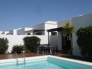No 4 Great private villa with heated pool in quiet area close to all amenities