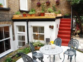 Lennox Gardens - quiet flat with private Garden
