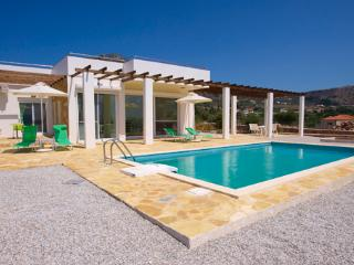 Villa Skye tranquil setting unbeatable views. WIFI, Almyrida