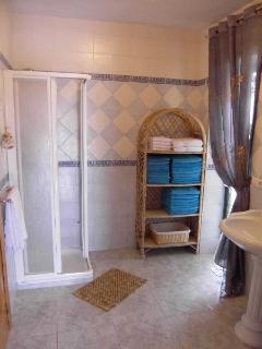 Azahar bathroom en suite