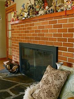 fireplace with mantlepiece tchotchkes
