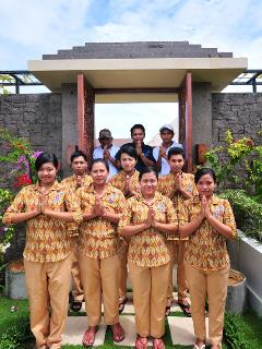 And the staff say 'Selamat datang di villa Griya Atma